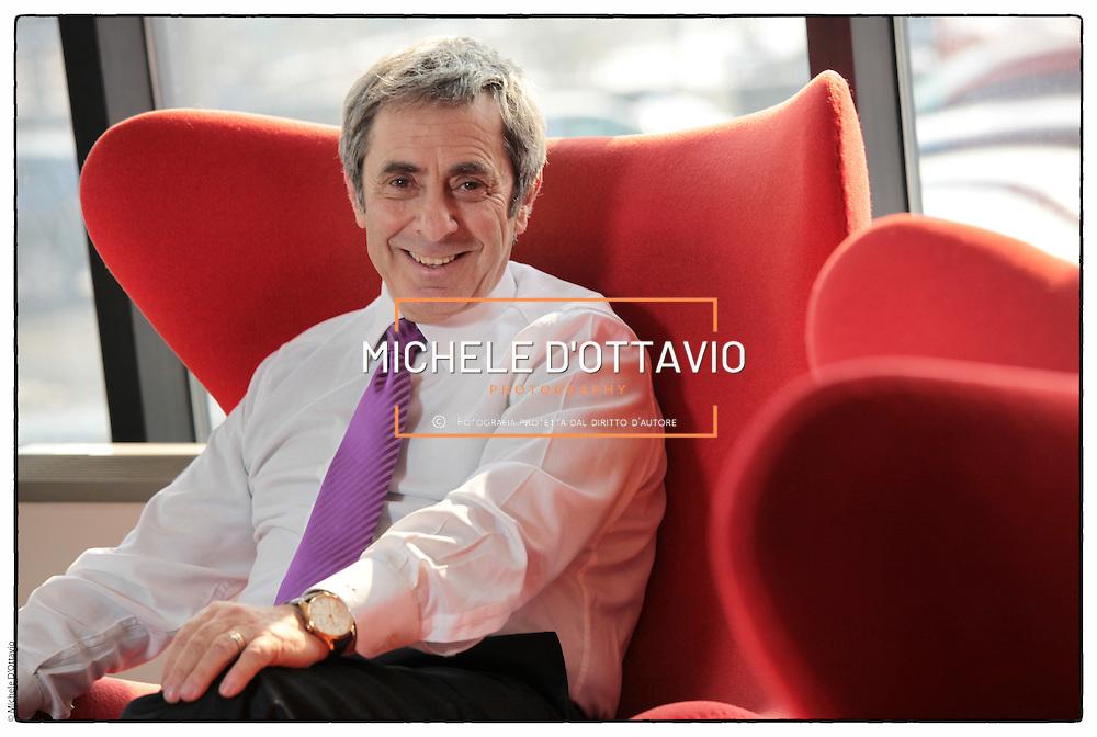 """Domenico Petrone, Presidente di Viasat Group,  società leader europea nei sistemi satellitari per la protezione dei veicoli. .Premiato come """"Imprenditore dell'Anno 2011"""" per la categoria Technology and Innovation. promosso da  Ernst & Young.."""