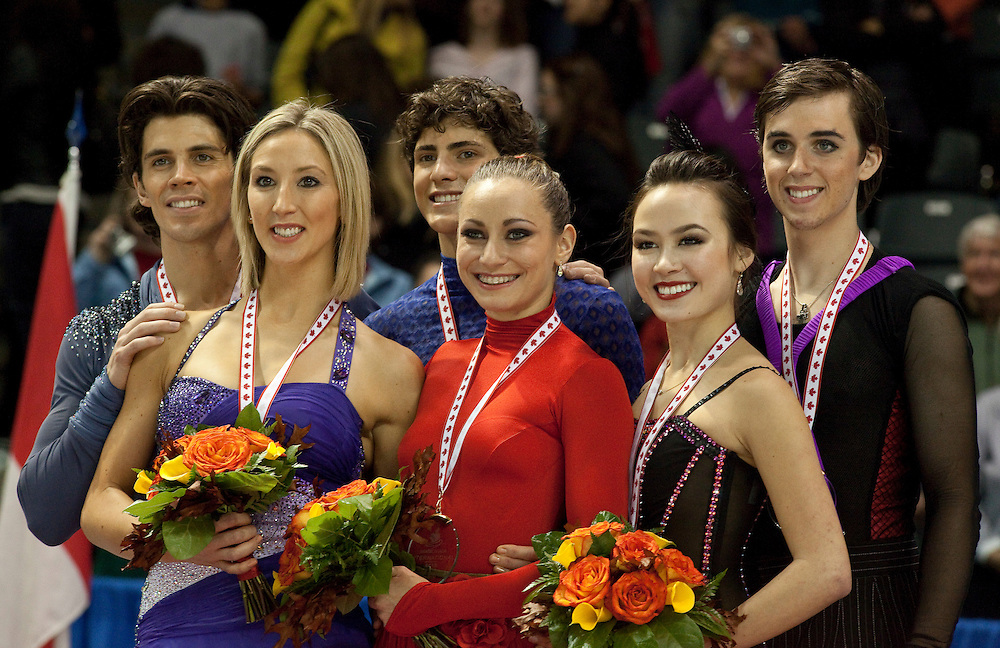 20101030 -- Kingston, Ontario -- Gold medalists Vanessa Crone and Paul Poirier of Canada, centre, pose for photographs with silver medalists Sinead Kerr and John Kerr of Britain and bronze medalists Madison Chock and Greg Zuerlein of the United States during the medal ceremony for the dance competition at Skate Canada International in Kingston, Ontario, Canada, October 30, 2010. <br /> AFP PHOTO/Geoff Robins