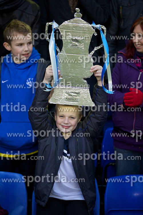 04.01.2014, Goodison Park, Liverpool, ENG, FA Cup, FC Everton vs Queens Park Rangers, 3. Runde, im Bild A young Everton supporter with, home-made FA Cup // during the English FA Cup 3rd round match between Everton FC and Queens Park Rangers at the Goodison Park in Liverpool, Great Britain on 2014/01/04. EXPA Pictures &copy; 2014, PhotoCredit: EXPA/ Propagandaphoto/ David Rawcliffe<br /> <br /> *****ATTENTION - OUT of ENG, GBR*****