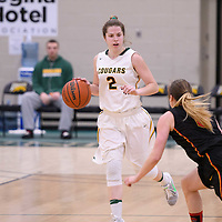 2nd year guard Michaela Kleisinger (2) of the Regina Cougars in action during the home game on January  27 at Centre for Kinesiology, Health and Sport. Credit: Arthur Ward/Arthur Images