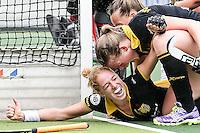 AMSTERDAM - Amsterdam - Den Bosch , Wagener Stadion , Hockey , Play-off hoofdklasse hockey , 03-05-2015 , Margo van Geffen viert haar doelpunt voor de 0-2