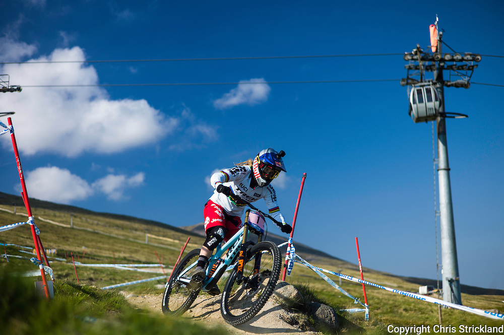 Nevis Range, Fort William, Scotland, UK. 5th June 2016. World Champion Rachel Atherton in action on the final day of the World Cup in Scotland. The worlds leading mountain bikers descend on Fort William for the UCI World Cup on Nevis Range. © Chris Strickland / Alamy Live News