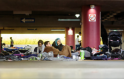 14.09.2015, Hauptbahnhof Salzburg, AUT, Fluechtlinge am Hauptbahnhof Salzburg auf ihrer Reise nach Deutschland, im Bild Flüchtlinge campieren in der Tiefgarage // Refugees camp in the underground garage. Thousands of refugees fleeing violence and persecution in their own countries continue to make their way toward the EU, Main Train Station, Salzburg, Austria on 2015/09/14. EXPA Pictures © 2015, PhotoCredit: EXPA/ JFK