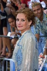 Jul 17, 2001; Los Angeles, CA, USA; Actor JULIA ROBERTS @ the premiere of 'America's Sweethearts.'.  (Credit Image: Lisa O'Connor/ZUMAPRESS.com)