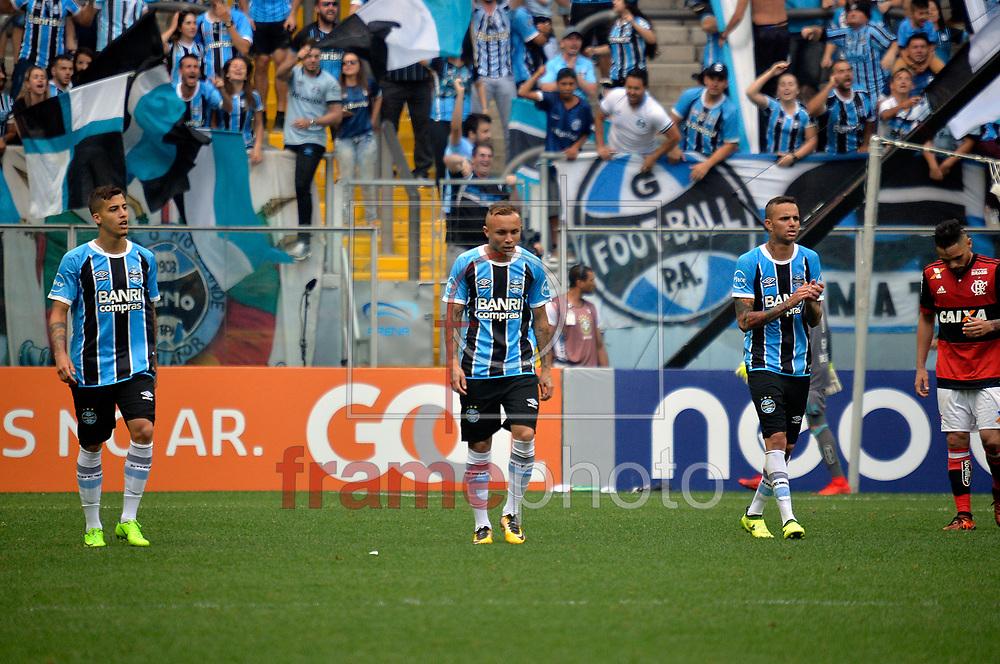 O jogador Everton, da equipe do Grêmio, faz o segundo gol no lance de disputa de bola na partida entre Grêmio 3 X 1 Flamengo, neste domingo(05/11/2017), no estádio Arena Grêmio,  pelo Campeonato Brasileiro 2017, em Porto Alegre. Foto: Donaldo Hadlich/FRAMEPHOTO.