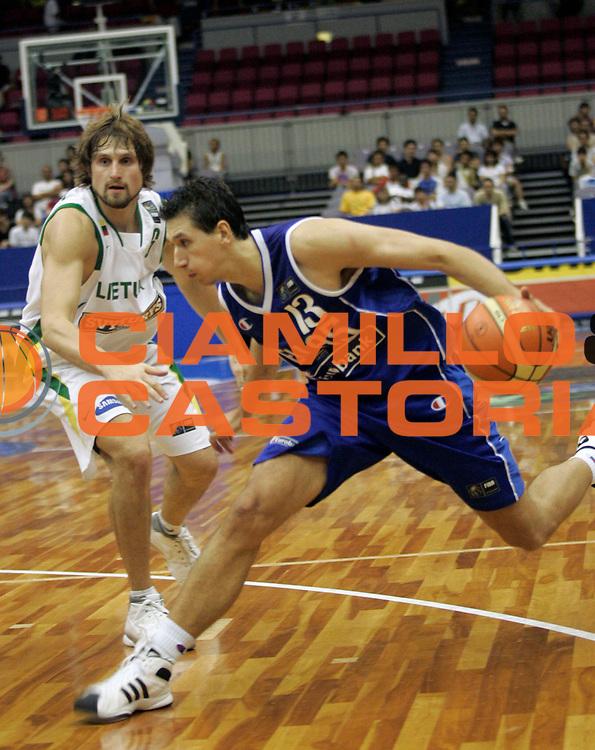DESCRIZIONE : Hamamatsu Giappone Japan Men World Championship 2006 Campionati Mondiali Lithuania-Greece <br /> GIOCATORE : Diamantidis <br /> SQUADRA : Greece Grecia <br /> EVENTO : Hamamatsu Giappone Japan Men World Championship 2006 Campionato Mondiale Lithuania-Greece <br /> GARA : Lithuania Greece Lituania Grecia <br /> DATA : 20/08/2006 <br /> CATEGORIA : Palleggio <br /> SPORT : Pallacanestro <br /> AUTORE : Agenzia Ciamillo-Castoria/A.Vlachos <br /> Galleria : Japan World Championship 2006<br /> Fotonotizia : Hamamatsu Giappone Japan Men World Championship 2006 Campionati Mondiali Lithuania-Greece <br /> Predefinita :