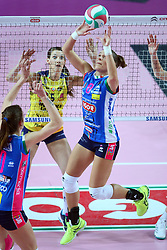 09-12-2017 ITA: Igor Gorgonzola Novara - Imoco Volley Conegliano, Novara<br /> Katarzyna Skorupa #18 of Novara, Robin de Kruijf #5 of Conegliano<br /> <br /> *** Netherlands use only ***