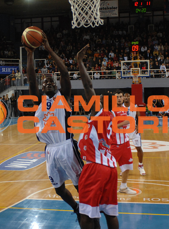 DESCRIZIONE : Rieti Lega A1 2007-08 Solsonica Rieti Siviglia Wear Teramo <br /> GIOCATORE : Pape Sow <br /> SQUADRA : Solsonica Rieti <br /> EVENTO : Campionato Lega A1 2007-2008 <br /> GARA : Solsonica Rieti Siviglia Wear Teramo <br /> DATA : 21/10/2007 <br /> CATEGORIA : Tiro <br /> SPORT : Pallacanestro <br /> AUTORE : Agenzia Ciamillo-Castoria/E.Grillotti <br /> Galleria : Lega Basket A1 2007-2008 <br /> Fotonotizia : Rieti Campionato Italiano Lega A1 2007-2008 Solsonica Rieti Siviglia Wear Teramo <br /> Predefinita :
