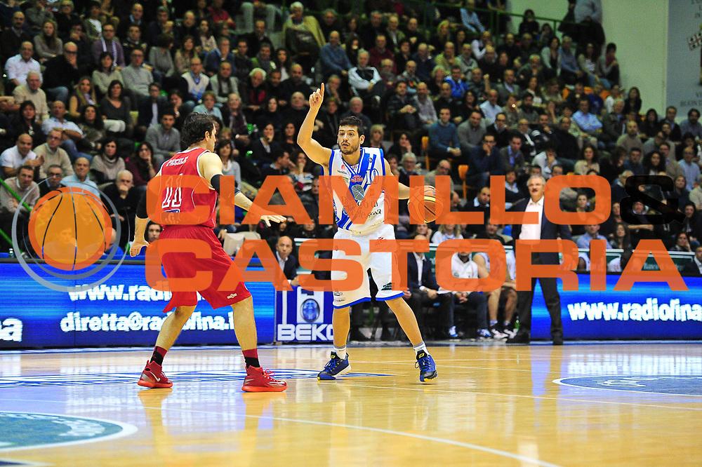 DESCRIZIONE : LegaBasket Serie A 2013-14 Dinamo Banco di Sardegna Sassari - Victoria Libertas Pesaro<br /> GIOCATORE : Massimo Chessa<br /> CATEGORIA : Palleggio Schema Mani<br /> SQUADRA :  Dinamo Banco di Sardegna Sassari<br /> EVENTO : Campionato Serie A 2013-14<br /> GARA : Dinamo Banco di Sardegna Sassari - Victoria Libertas Pesaro<br /> DATA : 02/03/2014<br /> SPORT : Pallacanestro <br /> AUTORE : Agenzia Ciamillo-Castoria / M.Turrini<br /> Galleria : Lega Basket Serie A Beko 2013-2014  <br /> Fotonotizia : LegaBasket Serie A 2013-14 Dinamo Banco di Sardegna Sassari - Victoria Libertas Pesaro<br /> Predefinita :