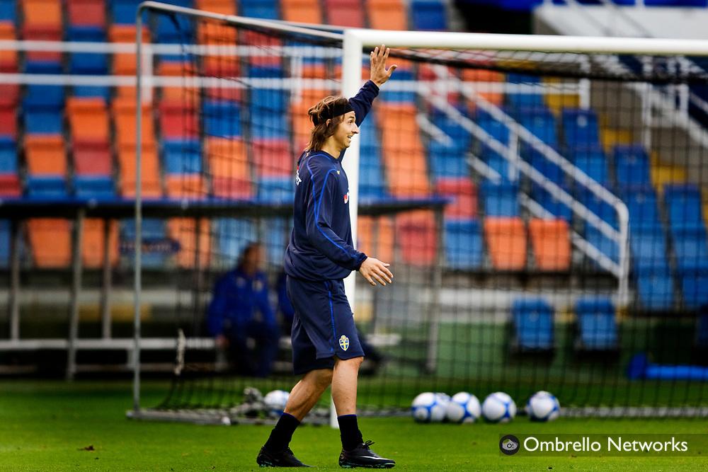 STOCKHOLM 080908<br /> TR&Auml;NING FOTBOLLSLANDSLAGET VM-KVAL<br /> I bild: Zlatan Ibrahimovic vinkar f&ouml;r att f&aring; bollen.
