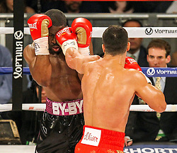 25.04.2015, Madison Square Garden, New York, USA, WBA, Wladimir Klitschko vs Bryant Jennings, im Bild l-r. Bryant Jennings bekommt einen Wirkungstreffer von Wladimir Klitschko // during IBF, WBO and WBA world heavyweight title boxing fight between Wladimir Klitschko of Ukraine and Bryant Jennings of the USA at the Madison Square Garden in New York, United Staates on 2015/04/25. EXPA Pictures © 2015, PhotoCredit: EXPA/ Eibner-Pressefoto/ Kolbert<br /> <br /> *****ATTENTION - OUT of GER*****