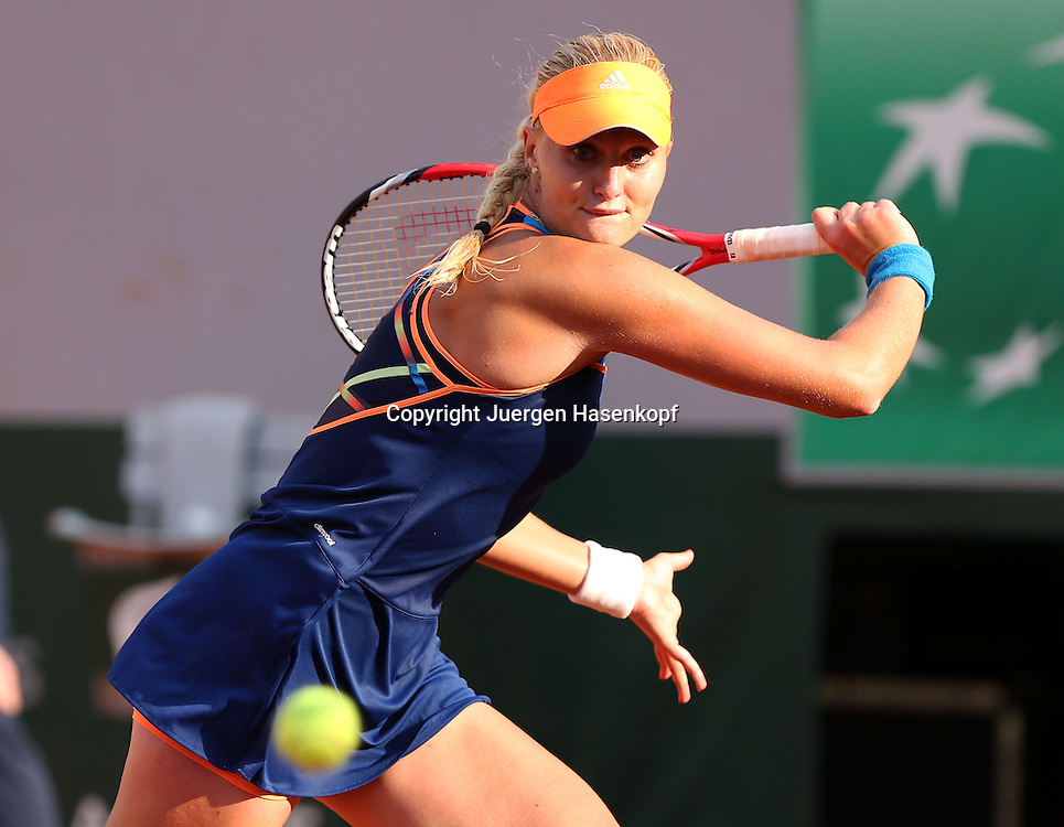 French Open 2014, Roland Garros,Paris,ITF Grand Slam Tennis Tournament,<br /> Kristina Mladenovic (FRA ),Aktion,Einzellbild,Halbkoerper,Querformat,