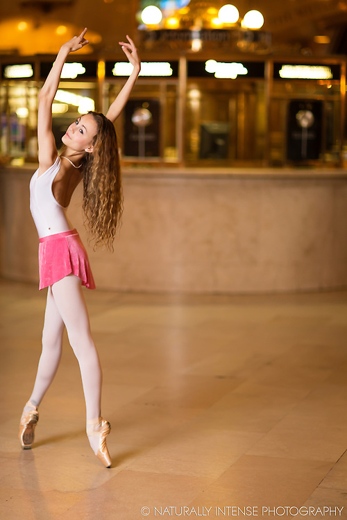 Ballerina Grand Central Station En Pointe. Dance As Art- The New York Photography Project.