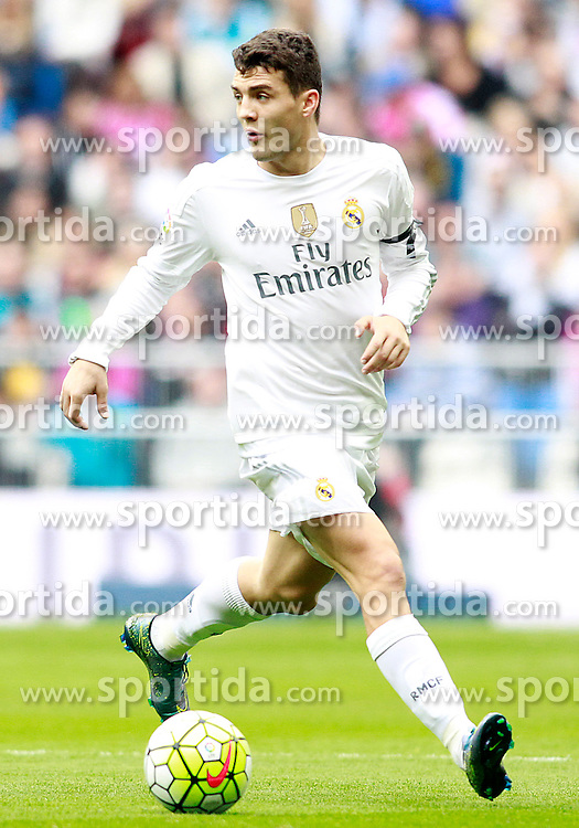 17.10.2015, Estadio Santiago Bernabeu, Madrid, ESP, Primera Division, Real Madrid vs Levante UD, 8. Runde, im Bild Real Madrid's Mateo Kovacic // during the Spanish Primera Division 8th round match between Real Madrid and Levante UD at the Estadio Santiago Bernabeu in Madrid, Spain on 2015/10/17. EXPA Pictures &copy; 2015, PhotoCredit: EXPA/ Alterphotos/ Acero<br /> <br /> *****ATTENTION - OUT of ESP, SUI*****