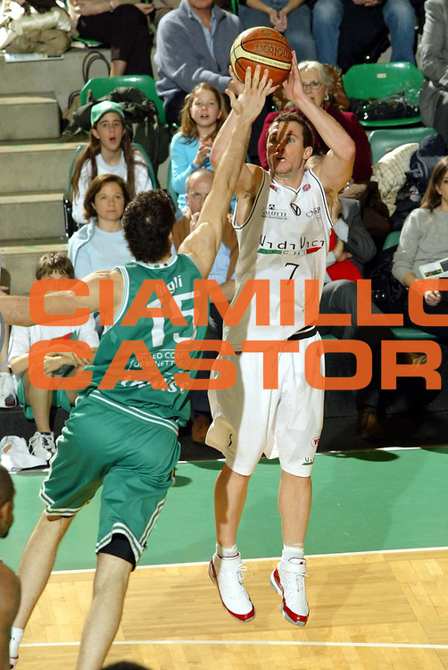 DESCRIZIONE : Treviso Lega A1 2006-07 Benetton Treviso VidiVici Virtus Bologna <br />GIOCATORE : Blizzard<br />SQUADRA : VidiVici Virtus Bologna<br />EVENTO : Campionato Lega A1 2006-2007 <br />GARA : Benetton Treviso VidiVici Virtus Bologna <br />DATA : 25/03/2007 <br />CATEGORIA : Tiro<br />SPORT : Pallacanestro <br />AUTORE : Agenzia Ciamillo-Castoria/G.Livaldi<br />Galleria : Lega Basket A1 2006-2007 <br />Fotonotizia : Treviso Campionato Italiano Lega A1 2006-2007 Benetton Treviso VidiVici Virtus Bologna <br />Predefinita :