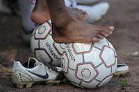 Fussball    28.08.2011 Symbolbild FEATURE, BALL und BEINE