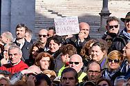 Roma 9 Gennaio 2015<br /> Assemblea unitaria dei lavoratori della Polizia locale di Roma Capitale,in piazza del Campidoglio, indetta dai sindacati Ospol, Cgil, Cisl, Uil e Sulpl, contro il contratto unilaterale, l'amministazione capitolina, il sindaco di Roma Ignazio Marino e il comandante della polizia municipale Raffaele Clemente. Nella foto: Un cartello in solidarietà con  Charlie Hebdo<br /> Rome, January 9, 2015<br /> Assembly unit of employees of the local police of Roma Capitale, in Campidoglio square, called by trade unions Ospol, CGIL, CISL, UIL and Sulpl, against the unilateral contract, the administration-Capitoline, Rome mayor Ignazio Marino and the commander of the municipal police Raffaele Clemente. Pictured: A sign in solidarity with Charlie Hebdo