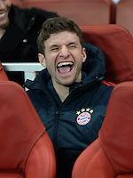 FUSSBALL  CHAMPIONS LEAGUE  ACHTELFINALE  HINSPIEL   SAISON 2013/2014    Arsenal London - FC Bayern Muenchen      19.02.2014 Thomas Mueller (FC Bayern Muenchen) sitzt gut gelaunt auf der Ersatzbank