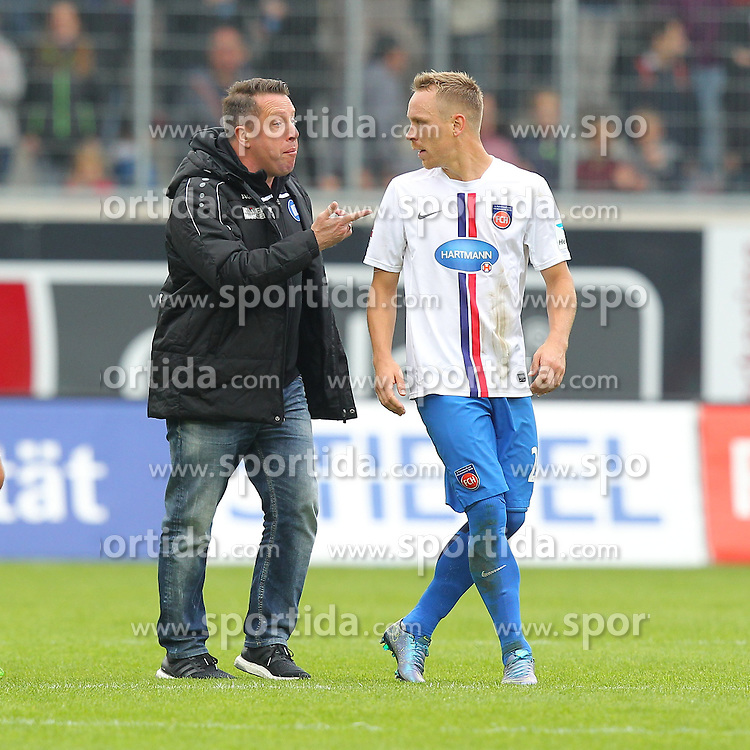 27.09.2015, Voith Arena, Heidenheim, GER, 2. FBL, 1. FC Heidenheim vs Karlsruher SC, 9. Runde, im Bild Trainer Markus Kauczinski ( Karlsruher SC ) rechts Neuzugang Arne Feick ( 1.FC Heidenheim ) geraten nach dem Schlusspfiff aneinander // during the 2nd German Bundesliga 9th round match between 1. FC Heidenheim and Karlsruher SC at the Voith Arena in Heidenheim, Germany on 2015/09/27. EXPA Pictures &copy; 2015, PhotoCredit: EXPA/ Eibner-Pressefoto/ Langer<br /> <br /> *****ATTENTION - OUT of GER*****