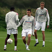 Photo: Paul Thomas.<br /> England Training. 06/10/2006.<br /> <br /> Michael Carrick and Peter Crouch.