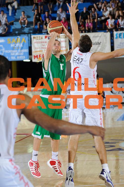 DESCRIZIONE : Caorle Lega A 2011-2012 Torneo Citta di Caorle Precampionato Benetton Treviso EA7-Emporio Armani Milano<br /> GIOCATORE : Vlad Moldoveanu<br /> CATEGORIA : tiro<br /> SQUADRA : Benetton Treviso<br /> EVENTO : Campionato Lega A 2011-2012<br /> GARA : Benetton Treviso EA7-Emporio Armani Milano<br /> DATA : 17/09/2011<br /> SPORT : Pallacanestro<br /> AUTORE : Agenzia Ciamillo-Castoria/C.De Massis<br /> GALLERIA : Lega Basket A 2011-2012<br /> FOTONOTIZIA : Caorle Lega A 2011-2012 Torneo Citta di Caorle Precampionato Benetton Treviso EA7-Emporio Armani Milano<br /> PREDEFINITA :