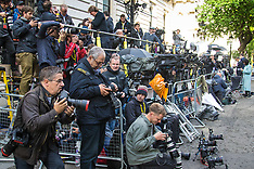 2017-06-09 Media gathers at Downing Street as Elections causes hung Parliament