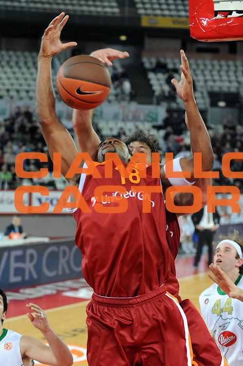 DESCRIZIONE : Roma Eurolega 2009-10 Lottomatica Virtus Roma Union Olimpija Lubiana<br /> GIOCATORE : Ricky Minard<br /> SQUADRA : Lottomatica Virtus Roma<br /> EVENTO : Eurolega 2009-2010<br /> GARA : Lottomatica Virtus Roma Union Olimpija Lubiana<br /> DATA : 14/01/2010 <br /> CATEGORIA : rimbalzo<br /> SPORT : Pallacanestro <br /> AUTORE : Agenzia Ciamillo-Castoria/GiulioCiamillo<br /> Galleria : Eurolega 2009-2010 <br /> Fotonotizia : Roma Eurolega 2009-10 Lottomatica Virtus Roma Union Olimpija Lubiana<br /> Predefinita :