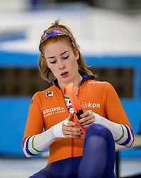 10-11-2017 NED: ISU World Cup, Heerenveen<br /> Team Pursuit women, Ireen Wüst, Jorien ter Mors en Antoinette de Jong pakken het zilver op ploegachtervolging.