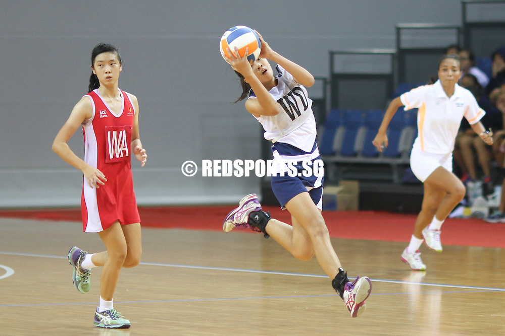 (WD) of CHIJ (Toa Payoh) catches the ball. (Photo © Chua Kai Yun/Red Sports)