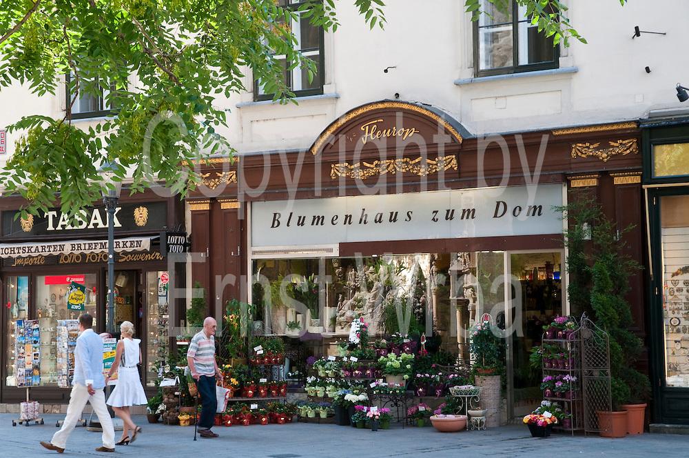 Blumengeschäft, Stephansplatz, Wien, Österreich.|.St. Stephen's Square, flower shop, Vienna, Austria