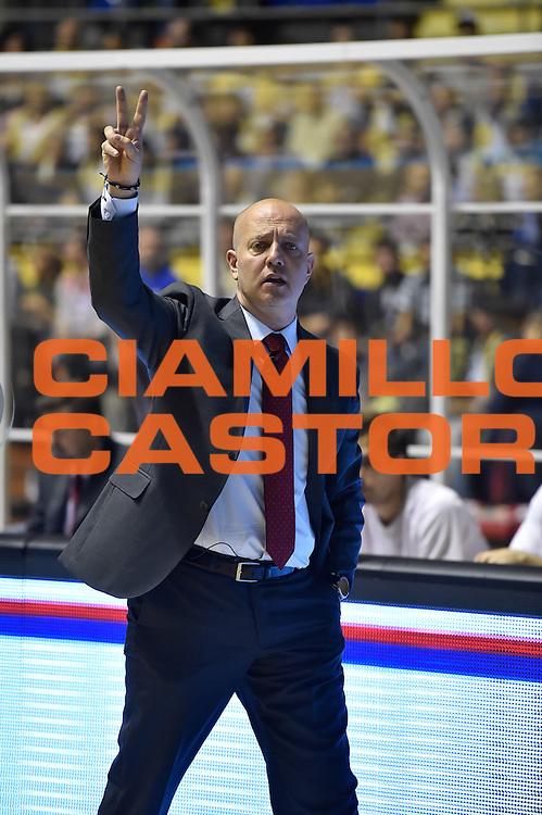 DESCRIZIONE : Torino Lega A 2015-2016 Manital Torino Grissin Bon Reggio Emilia<br /> GIOCATORE : Massimiliano Menetti<br /> CATEGORIA : allenatore delusione schema<br /> SQUADRA : Grissin Bon Reggio Emilia<br /> EVENTO : Campionato Lega A 2015-2016<br /> GARA : Manital Torino Grissin Bon Reggio Emilia<br /> DATA : 05/10/2015<br /> SPORT : Pallacanestro<br /> AUTORE : Agenzia Ciamillo-Castoria/M.Matta<br /> GALLERIA : Lega Basket A 2015-2016<br /> FOTONOTIZIA : Torino Lega A 2015-2016 Manital Torino Grissin Bon Reggio Emilia<br /> PREDEFINITA :