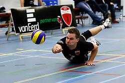 29-01-2013 VOLLEYBAL: BEKER TILBURG STV - ABIANT LYCURGUS 2 : TILBURG <br /> Dirk Sparidans, Tilburg STV doet er alles aan de bal in het spel te houden.<br /> &copy;2012-FotoHoogendoorn.nl / Pim Waslander