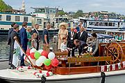 Koningin Maxima bezoekt de Ambassadeursdagen van Stichting Opkikker die dit jaar haar twintigjarig jubileum viert. De Stichting Opkikker organiseert ieder jaar de zogenoemde Opkikkerdagen voor zo'n 2000 gezinnen met een langdurig ziek kind.<br /> <br /> Queen Maxima visits the Ambassador Days 'cheer up / Stichting Opkikker' which this year celebrates its twentieth anniversary. The Foundation Opkikker organizes every year the so-called Cheer Up Days for about 2,000 families with a chronically ill child.