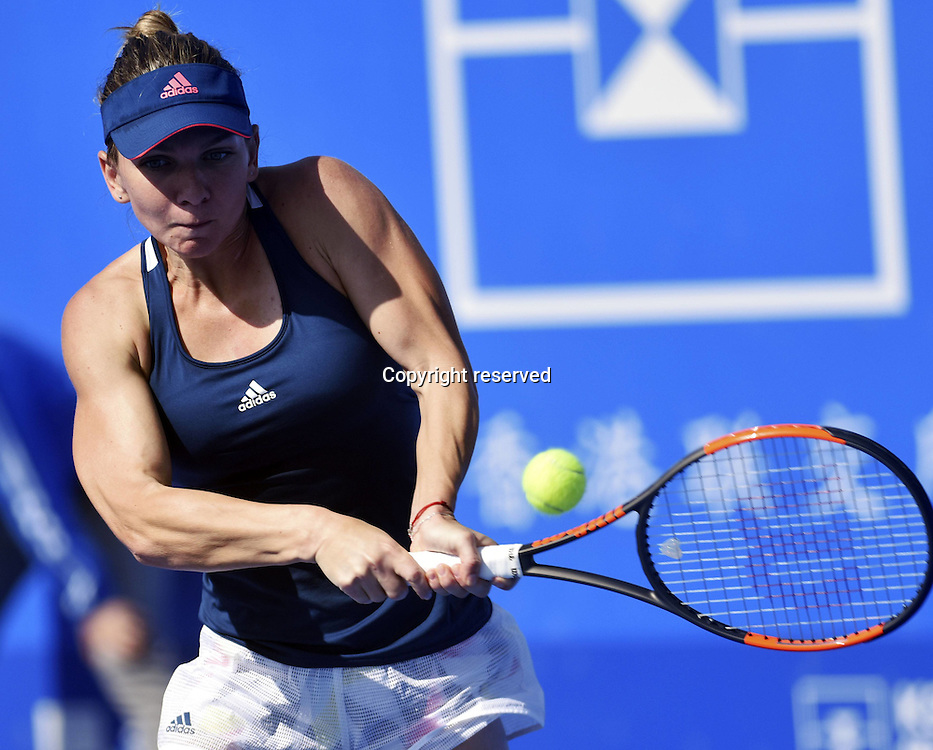 02.01.2017. Shenzen, China.  Simona Halep of Romania returns a shot to Jelena Jankovic of Serbia during a women s singles first round match at the WTA Tennis Damen Shenzhen Open tennis tournament in Shenzhen, south Chinas  Guangdong Province, on Jan. 2, 2017. Halep won 2-1.