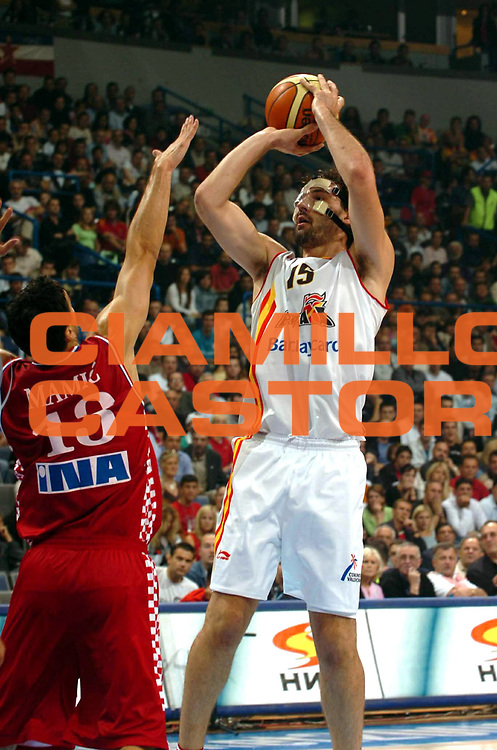DESCRIZIONE : Belgrado Belgrade Eurobasket Men 2005 Croazia Spagna <br /> GIOCATORE : Garbajosa<br /> SQUADRA : Spagna Spain<br /> EVENTO : Eurobasket Men 2005 Campionati Europei Uomini 2005<br /> GARA : Croazia Spagna Croatia Spain<br /> DATA : 23/09/2005<br /> CATEGORIA :<br /> SPORT : Pallacanestro<br /> AUTORE : Ciamillo&amp;Castoria/Fiba Europe Pool