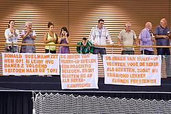 02-06-2011 HANDBAL: BEKERFINALE HURRY UP - O EN E: ALMERE<br /> Publiek support voor Kremers Hurry Up met spandoeken banners<br /> ©2011-FotoHoogendoorn.nl / Peter Schalk