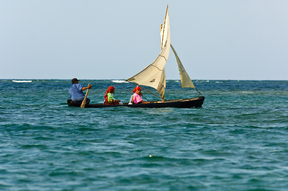 Kuna Indians in dugout canoe sailboat near  Crab Island (Carti Sugdup), San Blas Islands (Kuna Yala), Caribbean Sea, Panama
