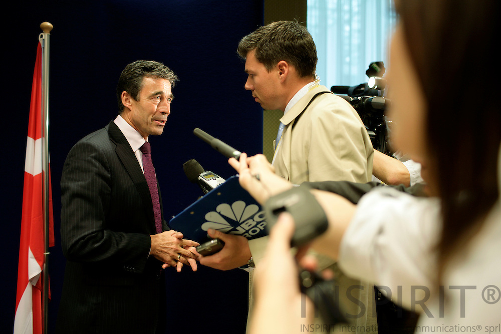 BRUSSELS - BELGIUM - 22 JUNE 2007 -- EU-SUMMIT -- The Danish Prime Minister Anders Fogh RASMUSSEN gives international interviews after the National Press Conference. -- NO SALES IN DENMARK -- Photo: Erik Luntang