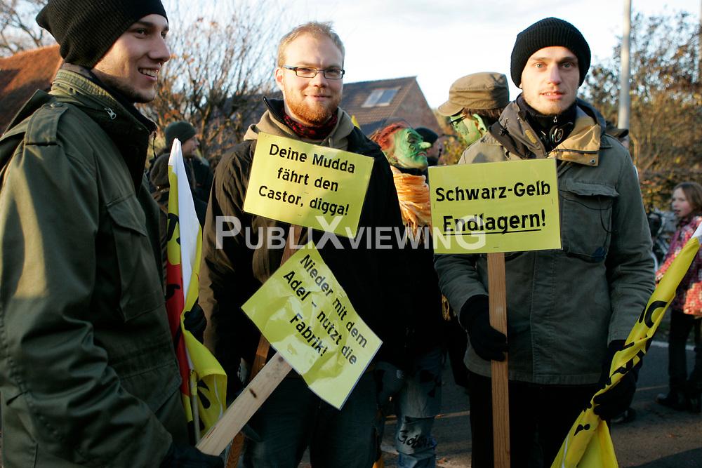 Auch nach der Anti-Atom-Kundgebung in Splietau bei Dannenberg gehen die Proteste im Wendland weiter.  <br /> <br /> Ort: Splietau<br /> Copyright: Karin Behr<br /> Quelle: PubliXviewinG
