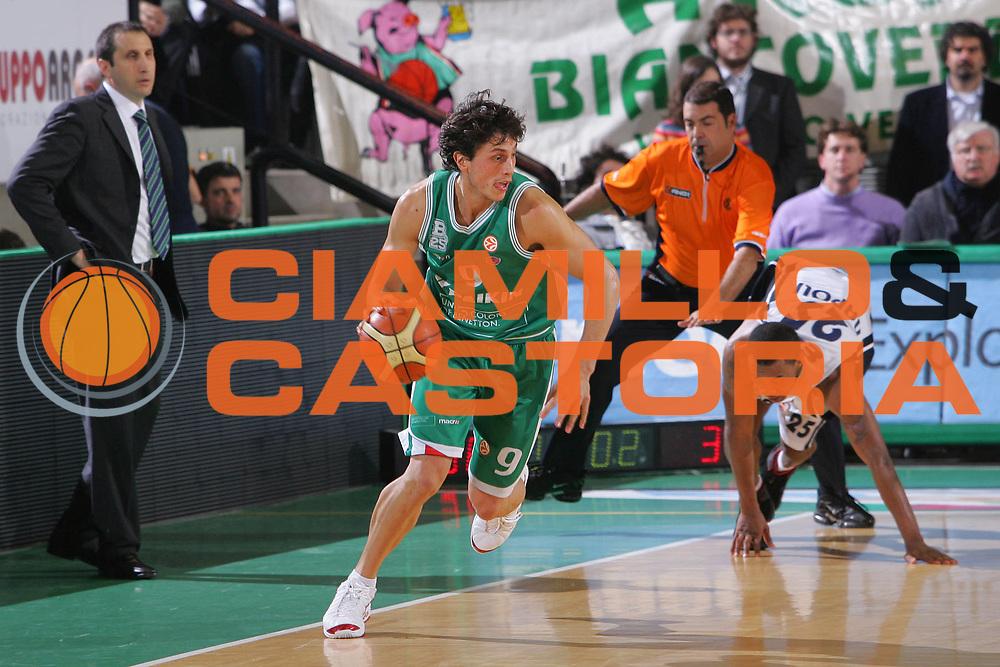 DESCRIZIONE : Treviso Eurolega 2006-07 Benetton Treviso Eldo Napoli <br /> GIOCATORE : Mordente <br /> SQUADRA : Benetton Treviso <br /> EVENTO : Eurolega 2006-2007 <br /> GARA : Benetton Treviso Eldo Napoli <br /> DATA : 07/12/2006 <br /> CATEGORIA : Palleggio <br /> SPORT : Pallacanestro <br /> AUTORE : Agenzia Ciamillo-Castoria/S.Silvestri