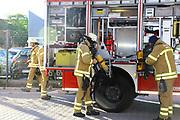 Mannheim. 12.06.17 | Freiwillige Feuerwehr übt <br /> Neckarau. Freiwillige Feuerwehr übt Rettungseinsatz in verwinkelten Gebäuden. Dazu hat das Lager Prime Selfstorage das Gebäude zur Verfügung gestellt. Übung der Freiwilligen Feierwehr <br /> <br /> <br /> BILD- ID 1071 |<br /> Bild: Markus Prosswitz 12JUN17 / masterpress (Bild ist honorarpflichtig - No Model Release!)