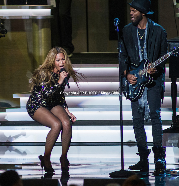 Beyonce, left, and Gary Clark Jr. perform during a concert, Stevie Wonder: Songs In The Key Of Life - An All-Star GRAMMY Salute, at Nokia Theatre L.A. Live on February 10, 2015 in Los Angeles, California. AFP PHOTO / Ringo Chiu