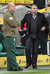 19.11.2011, BorussiaPark, Mönchengladbach, GER, 1.FBL, Borussia Mönchengladbach vs SV Werder Bremen, im BildThomas Schaaf (Trainer Werder Bremen) (L) und Klaus Allofs (Geschaeftsfuehrer Profifussball Werder Bremen) (R) // during the 1.FBL, Borussia Mönchengladbach vs Werder Bremen on 2011/11/19, BorussiaPark, Mönchengladbach, Germany. EXPA Pictures © 2011, PhotoCredit: EXPA/ nph/ Mueller..***** ATTENTION - OUT OF GER, CRO *****
