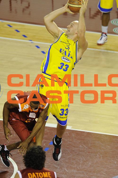 DESCRIZIONE : Ancona Lega A 2011-12 Fabi Shoes Montegranaro Virtus Roma<br /> GIOCATORE : Greg Brunner<br /> CATEGORIA : tiro penetrazione<br /> SQUADRA : Fabi Shoes Montegranaro<br /> EVENTO : Campionato Lega A 2011-2012<br /> GARA : Fabi Shoes Montegranaro Virtus Roma<br /> DATA : 23/10/2011<br /> SPORT : Pallacanestro<br /> AUTORE : Agenzia Ciamillo-Castoria/GiulioCiamillo<br /> Galleria : Lega Basket A 2011-2012<br /> Fotonotizia : Ancona Lega A 2011-12 Fabi Shoes Montegranaro Virtus Roma<br /> Predefinita :