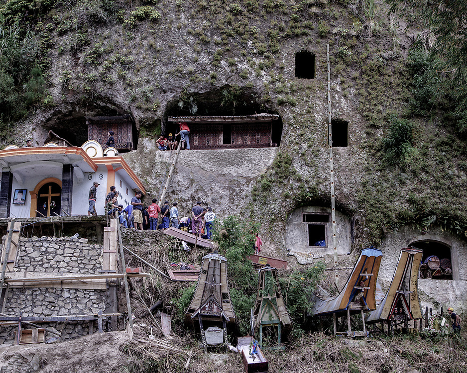 In the Toraja district of Baruppu the body is not buried but placed in a hole carved into a cliff. <br />