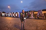 Sightseeing stand auch auf dem Reiseprogramm: <br /> Sigi staunt über eine Kunstinstallation am Tiber: MISERICORDIA – Barmherzigkeit – bedeuten die Buchstaben<br /> Rom. 2016