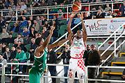 DESCRIZIONE : Avellino Lega A 2015-16 Play Off Gara 1 Sidigas Avellino Giorgio Tesi Group Pistoia <br /> GIOCATORE : Ronald Moore<br /> CATEGORIA : tiro tre punti<br /> SQUADRA : Giorgio Tesi Group Pistoia <br /> EVENTO : Campionato Lega A 2015-2016 <br /> GARA : Sidigas Avellino Giorgio Tesi Group Pistoia<br /> DATA : 07/05/2016<br /> SPORT : Pallacanestro <br /> AUTORE : Agenzia Ciamillo-Castoria/A. De Lise <br /> Galleria : Lega Basket A 2015-2016 <br /> Fotonotizia : Avellino Lega A 2015-16 Play Off Gara 1 Sidigas Avellino Giorgio Tesi Group Pistoia