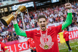 26.05.2019, Red Bull Arena, Salzburg, AUT, 1. FBL, FC Red Bull Salzburg Meisterfeier, im Bild Cican Stankovic (FC Red Bull Salzburg) mit dem Pokal Torwart der Saison // during the Austrian Football Bundesliga Championsship Celebration at the Red Bull Arena in Salzburg, Austria on 2019/05/26. EXPA Pictures © 2019, PhotoCredit: EXPA/ JFK