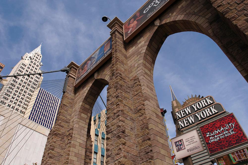 USA Nevada Las Vegas New York Casino Hotel Gastronomie Brooklyn Bridge Attrappe Las Vegas Boulevard The Strip Nachtleben Casino Freiheitstatur Wolkenkratzer Hochhaeuser Touristen Tourismus (Farbtechnik sRGB 34.74 MByte vorhanden) Geography / Travel .