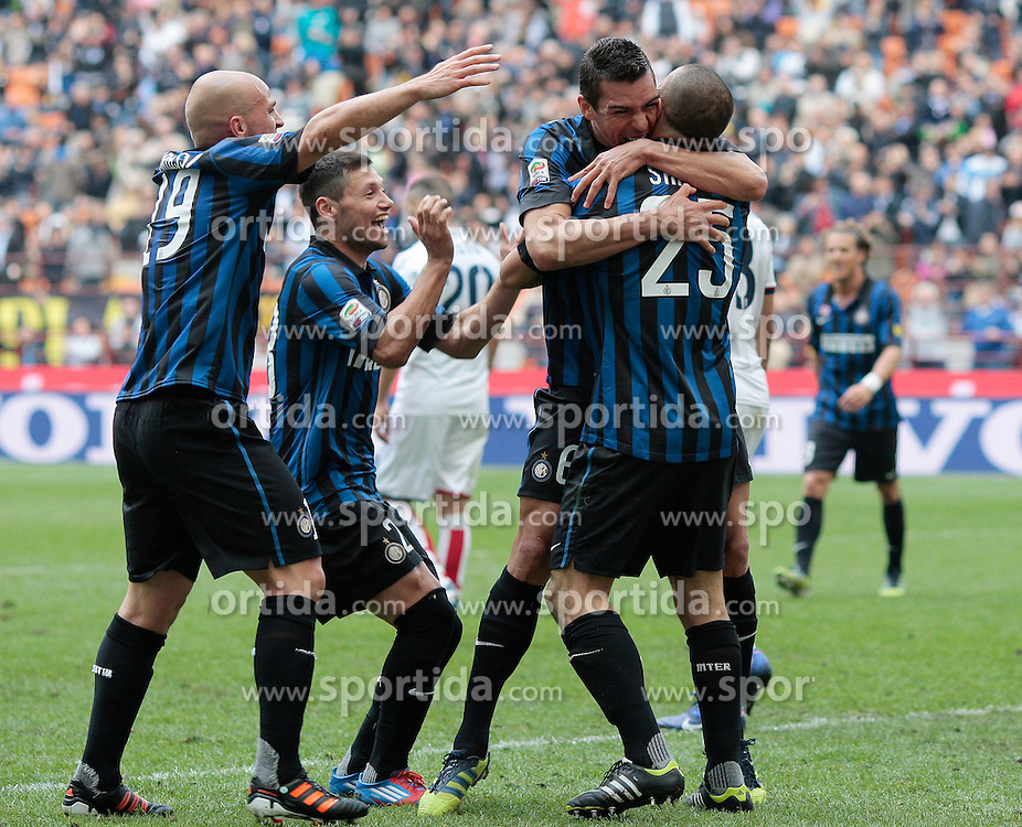 01.04.2012, Stadion Giuseppe Meazza, Mailand, ITA, Serie A, Inter Mailand vs FC Genua 1893, 30. Spieltag, im Bild Walter Samuel celebrates // after scoring, Goal celebration, Esultanza dopo il gol // during the football match of Italian 'Serie A' league, 30Xth round, between Inter Mailand and FC Genua 1893 at Stadium Giuseppe Meazza, Milan, Italy on 2012/04/01. EXPA Pictures © 2012, PhotoCredit: EXPA/ Insidefoto/ Paolo Nucci..***** ATTENTION - for AUT, SLO, CRO, SRB, SUI and SWE only *****